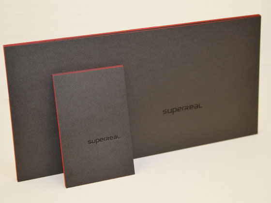 Karten, veredelt mit einem roten Farbschnitt