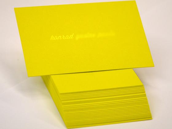 Visitenkarten mit transparenter Heißfolienprägung und Farbschnitt