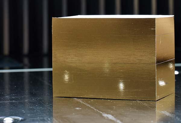 Visitenkarten mit einem Goldfolienschnitt veredelt