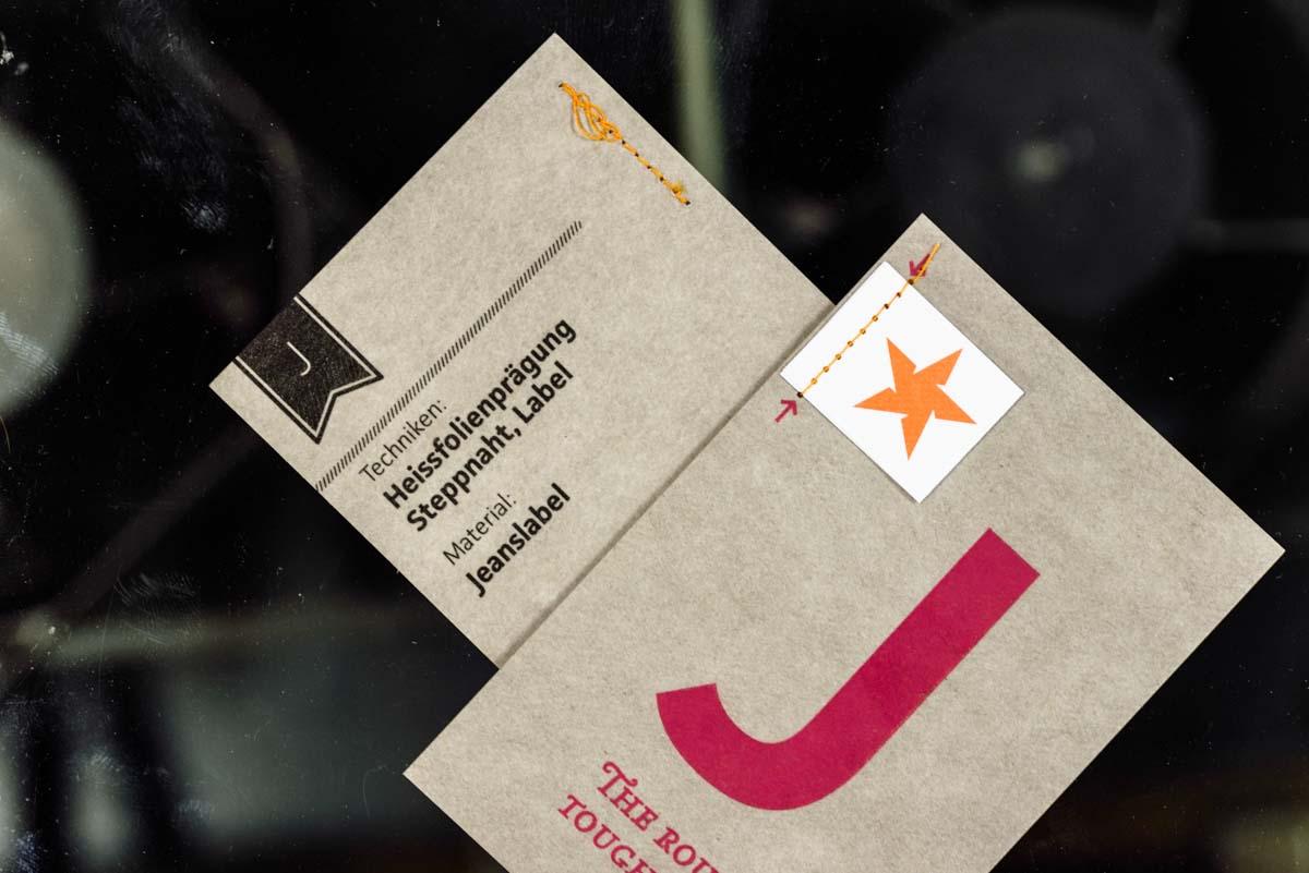 wm-beyond-letterpress-karte-j-jeanslabel-heissfolien-praegung-5