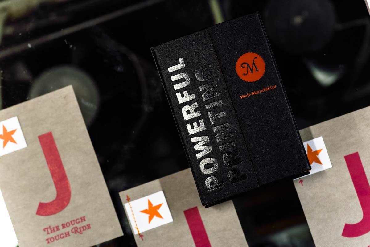 wm-beyond-letterpress-karte-j-jeanslabel-heissfolien-praegung-7