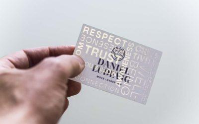 Partielle UV-Lackierung – mehr Möglichkeiten für Ihre Visitenkarte