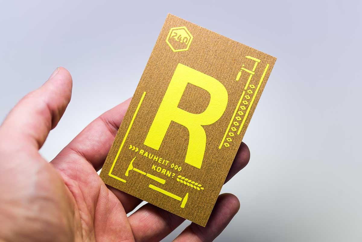 wolf-manufaktur-musterkollektion-beyond-letterpress-karte-r-schleifpapier-siebdruck-graupappe