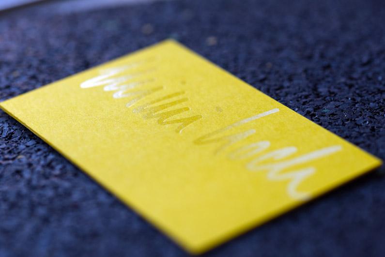 Cleverer Effekt: Visitenkarten mit transparenter Heißfolie